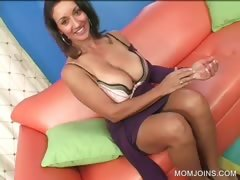 MILF shows fur pie in Three-some with daughter