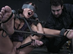Jandi Lin acquires blindfolded paired not far from toyed hard not far from large sextoy